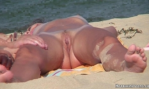 Beach voyeur in the altogether females spycam hd dusting