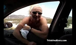 Surprising blowjob in the wheels