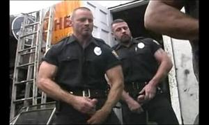 2 hot cops be hung up on 2 hot mechanics