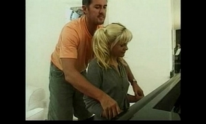 Shay appealing - piano student gets drilled - german