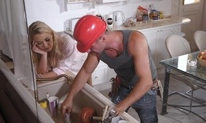 A firm labourer has fun companionable with milf
